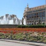 fuente y flores Plaza Catalunya