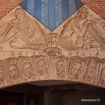 detalle en la fachada sobre el Orfeó Català
