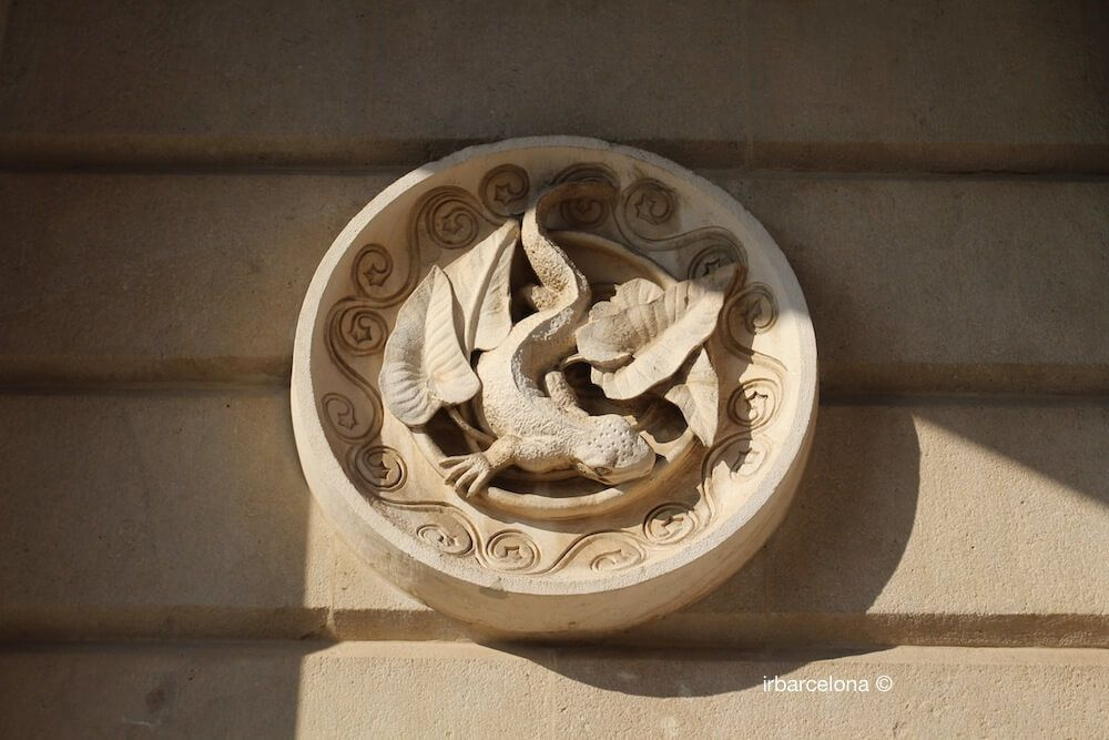 medallón Antoni Gaudí