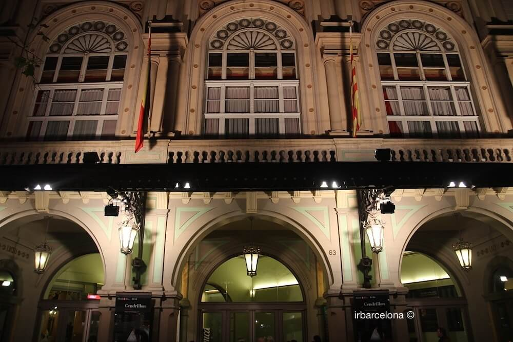 fachada Liceu de noche