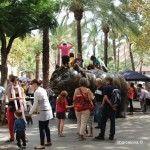 ambiente festivo en la Rambla del Raval