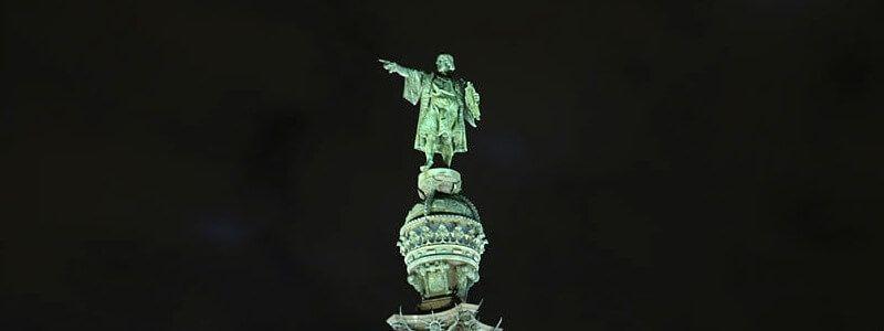 Cristóbal Colón de noche