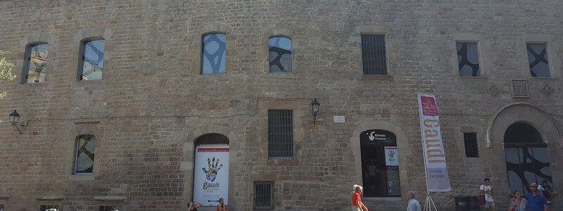 fachada Pia Almoina