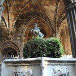 Sant Jordi en el claustro de la Catedral