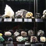 vitrina con minerales