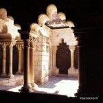 claustro Sant Pau del Camp iluminado por el sol