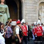 autoridades saliendo del Ayuntamiento de Barcelona