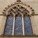 vidriera fachada gótica