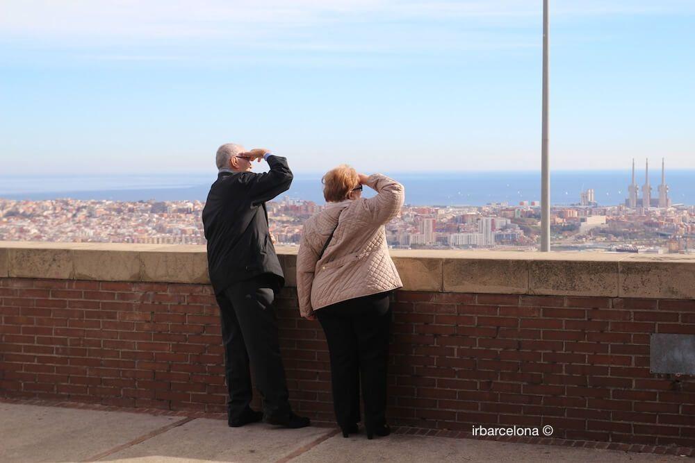 pareja en el mirador de Torre Baró