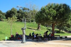 Familien in den Gärten Joan Brossa