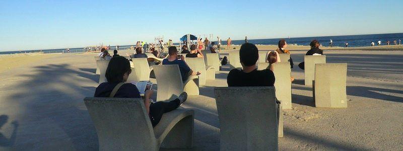 bancos de piedra playa Barcelona