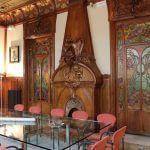 salón con chimenea en madera Casa Manuel Felip
